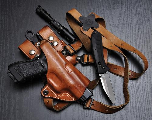 best shoulder holster, best leather shoulder holster, best vertical shoulder holster